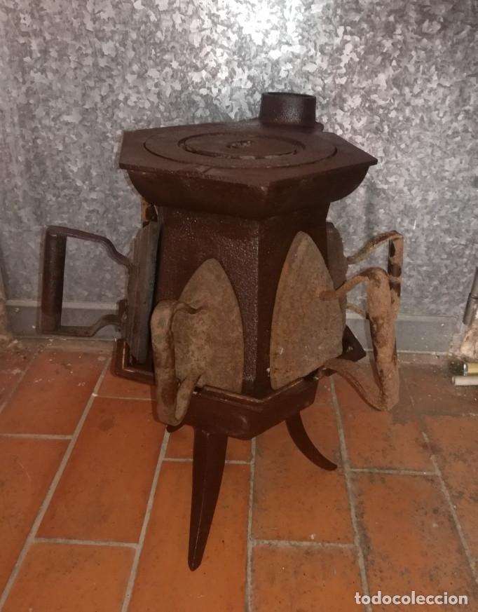 Antigüedades: CALENTADOR O CALIENTA PLANCHAS ANTIGUO DE CARBON CON 7 PLANCHAS. - Foto 3 - 173987924