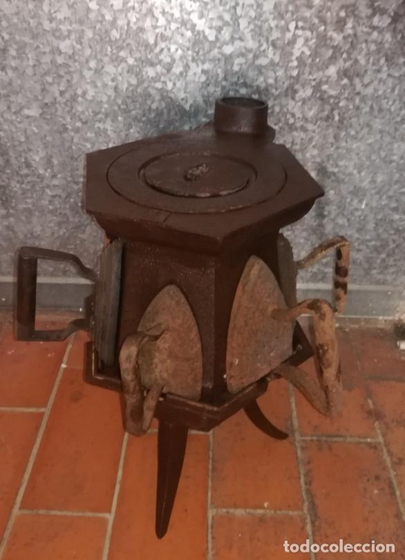 Antigüedades: CALENTADOR O CALIENTA PLANCHAS ANTIGUO DE CARBON CON 7 PLANCHAS. - Foto 4 - 173987924