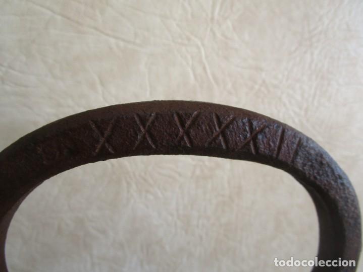 Antigüedades: antigua pesa con inscripciones 20,7 kilos numeros romanos - Foto 6 - 32534233
