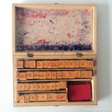 Antigüedades: IMPRENTILLA ROTULADORA Nº 24 - CAJA MADERA CON ALFABETO EN TAMPONES. Lote 174080302
