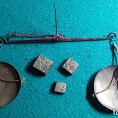 Antigüedades: BALANZA MONETARIA PARA PESAR MONEDAS DE ORO CON PONDERALES S.XVIII PONDERAL CONTRAMARCAS CRISTIA SS. Lote 174146795