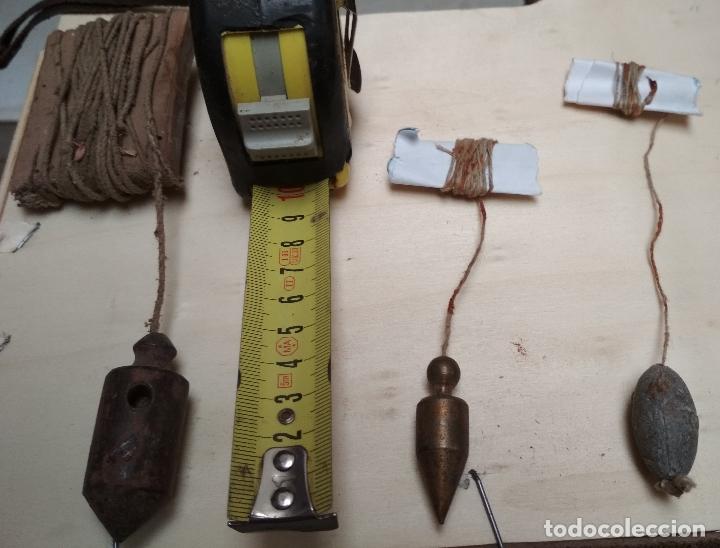 LOTE DE 3 PLOMADAS PEQUEÑAS ANTIGUAS. HIERRO,METAL Y PIEDRA. (Antigüedades - Técnicas - Herramientas Profesionales - Albañileria)