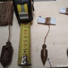 Antigüedades: LOTE DE 3 PLOMADAS PEQUEÑAS ANTIGUAS. HIERRO,METAL Y PIEDRA.. Lote 174175863