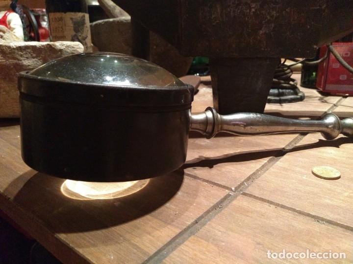 Antigüedades: Espectacular lupa antigua con lente gran tamaño. Grosor lente 10 cms 36 cms largo - Foto 4 - 174255477