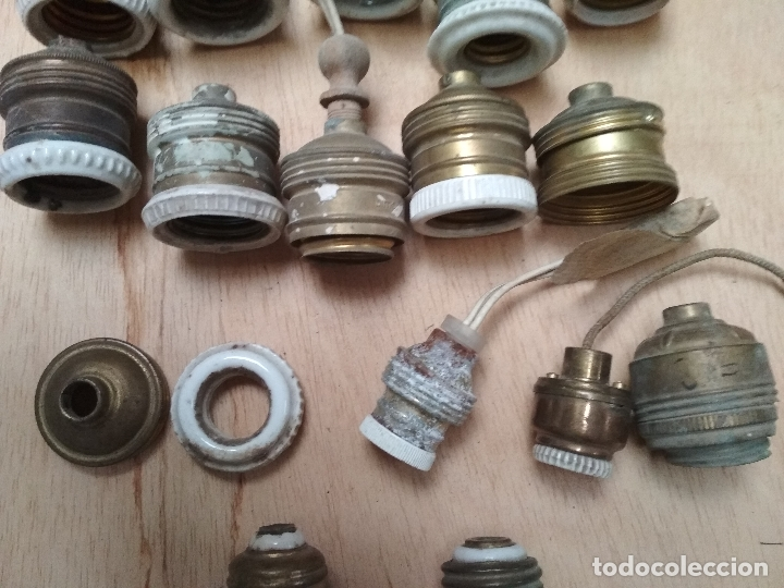 Antigüedades: LOTE 22 CASQUILLOS ANTIGUOS LUZ Y PIEZAS.METAL Y PORCELANA - Foto 2 - 174463917