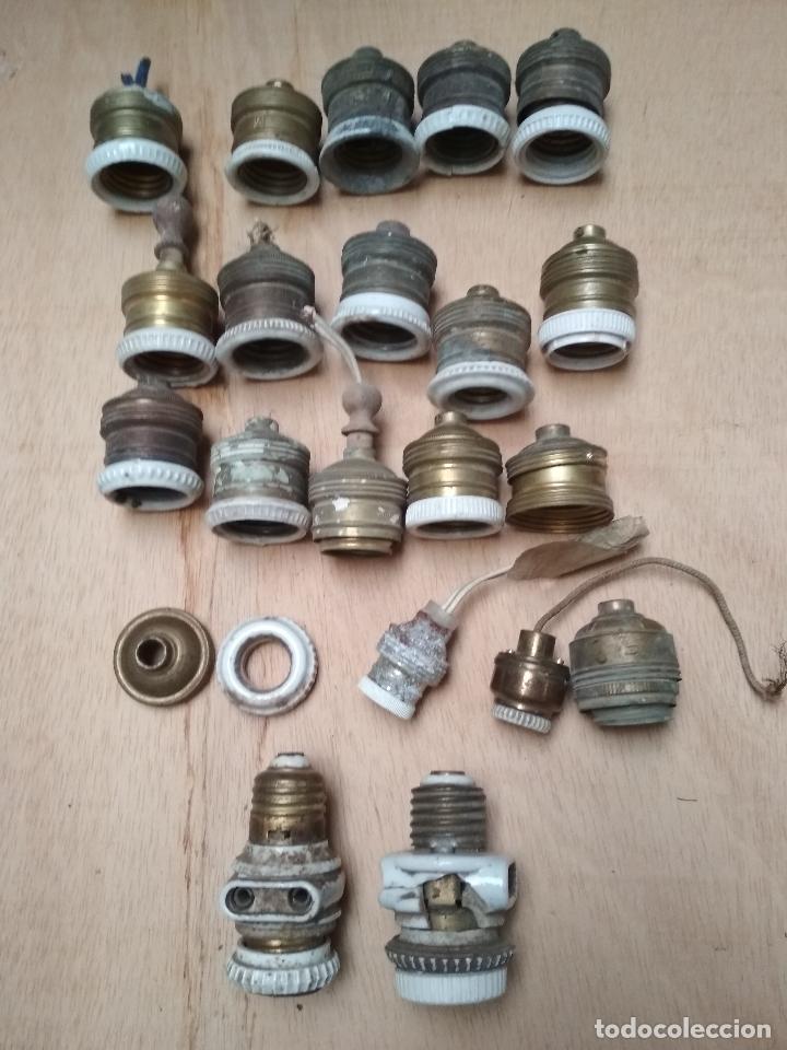 LOTE 22 CASQUILLOS ANTIGUOS LUZ Y PIEZAS.METAL Y PORCELANA (Antigüedades - Técnicas - Herramientas Profesionales - Electricidad)