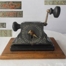 Antigüedades: MUY RARA MAQUINA DE ESCRIBIR -NEWERA CHECKWRITER- MODEL 4- (U.S.A. 1918) FUNCIONANDO. Lote 174464872
