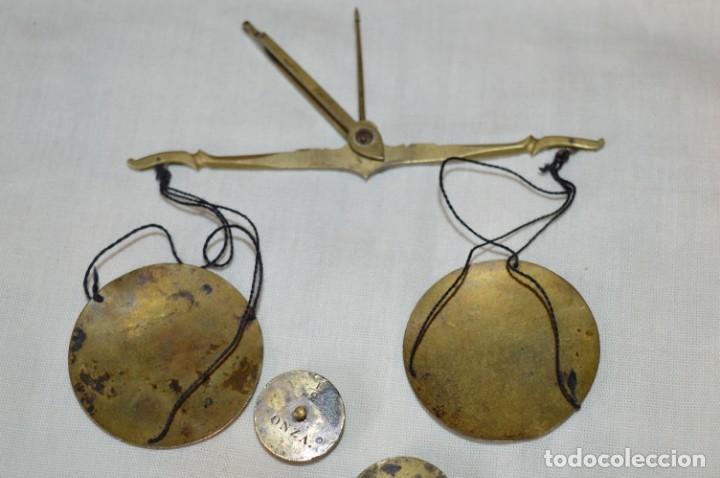 Antigüedades: Pequeña BALANZA de joyero, muy antigua, para metales, pesas en ONZAS ¡Mira fotografías y detalles! - Foto 4 - 174517475