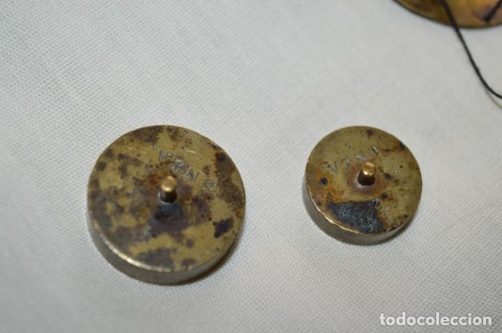 Antigüedades: Pequeña BALANZA de joyero, muy antigua, para metales, pesas en ONZAS ¡Mira fotografías y detalles! - Foto 8 - 174517475