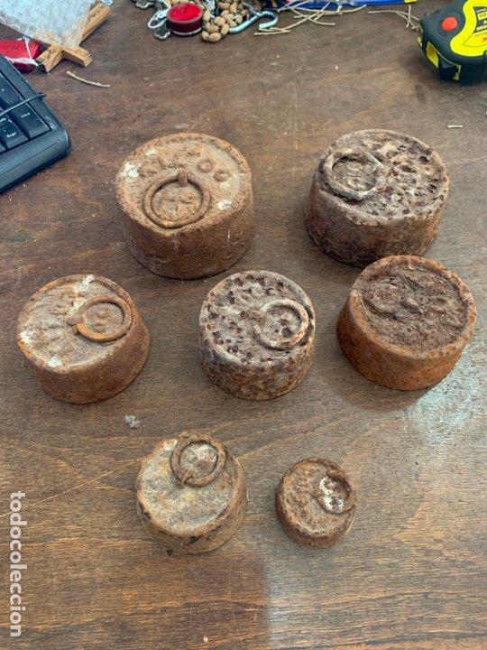 Antigüedades: LOTE JUEGO DE PESAS DE HIERRO - Foto 2 - 174893314