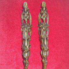 Antigüedades: EMBELLECEDORES DE BRONCE PARA RESTAURAR MUEBLE ANTIGUO - 2 PIEZAS. Lote 174961802