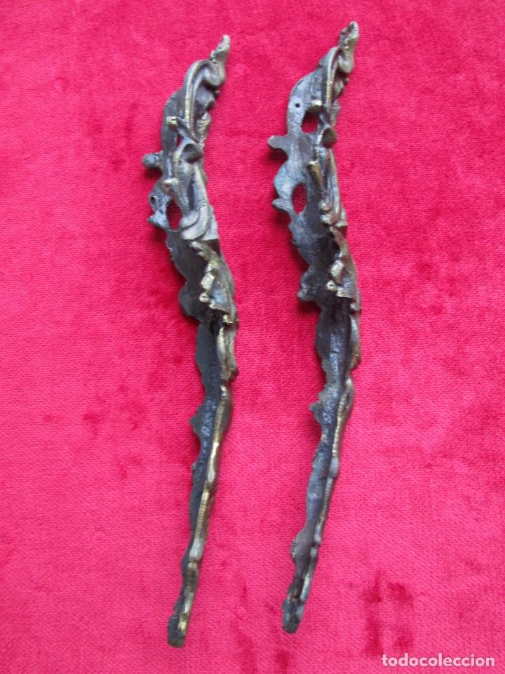 Antigüedades: EMBELLECEDORES DE BRONCE PARA RESTAURAR MUEBLE ANTIGUO - 2 PIEZAS - Foto 3 - 174961802