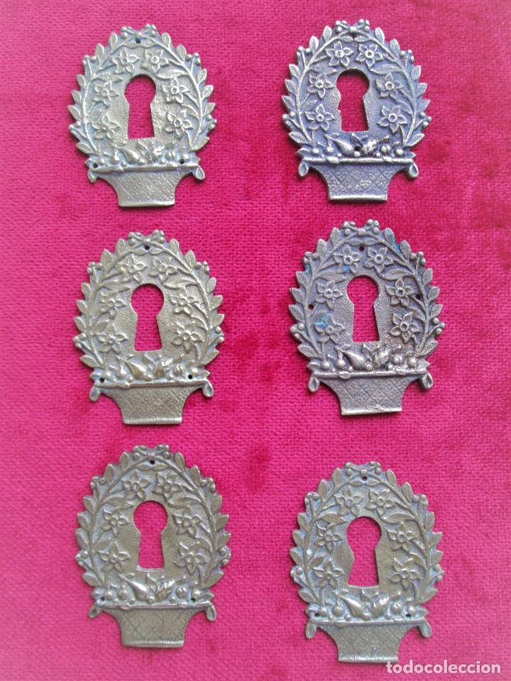 Antigüedades: EMBELLECEDORES DE BRONCE PARA RESTAURAR MUEBLE ANTIGUO - 6 OJO DE CERRADURA CON BONITOS GRABADOS ART - Foto 2 - 174962127