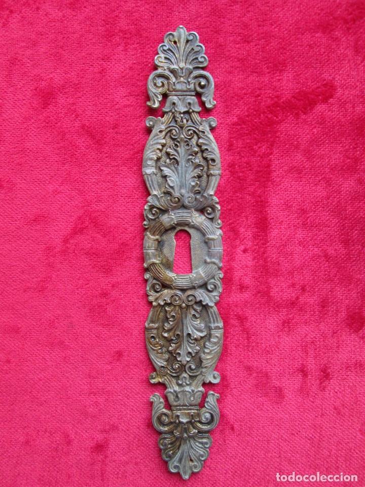 Antigüedades: EMBELLECEDORES DE BRONCE PARA RESTAURAR MUEBLE ANTIGUO - OJO DE CERRADURA LARGO CON MASCARON - Foto 5 - 174963032