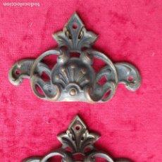 Antigüedades: EMBELLECEDORES DE BRONCE PARA RESTAURAR MUEBLE ANTIGUO - 2 TIRADORES. Lote 174964645