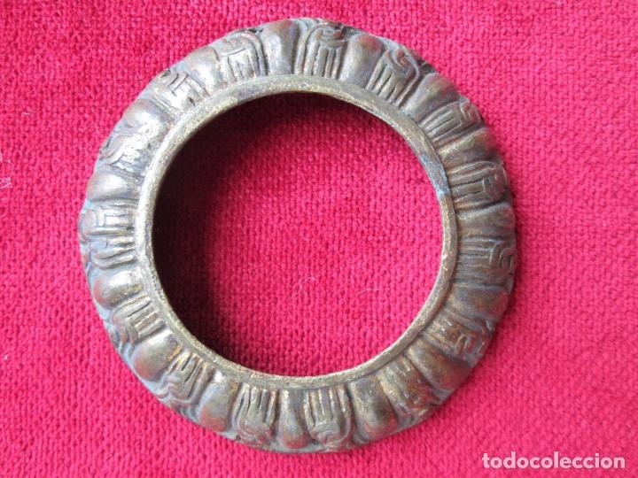 Antigüedades: EMBELLECEDORES DE BRONCE PARA RESTAURAR MUEBLE ANTIGUO - 5 REDONDAS - Foto 3 - 174965337
