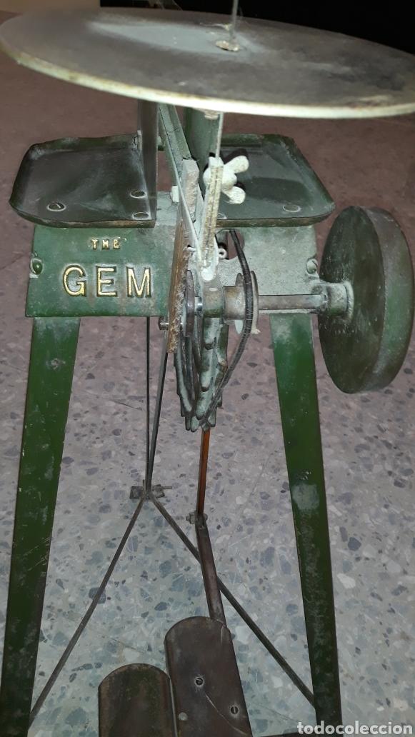Antigüedades: Antigua caladora mecanica de pedal The GEM hobbies - Foto 2 - 175115405