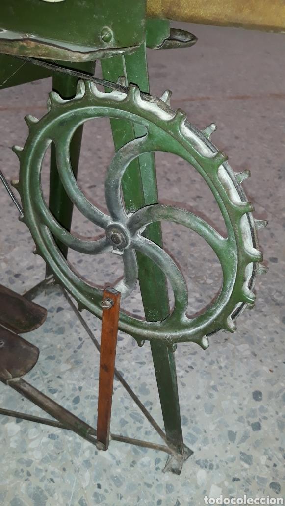Antigüedades: Antigua caladora mecanica de pedal The GEM hobbies - Foto 6 - 175115405