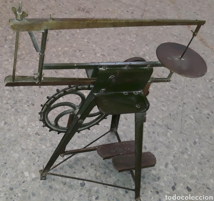 Antigüedades: Antigua caladora mecanica de pedal The GEM hobbies - Foto 7 - 175115405