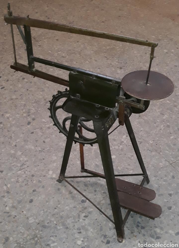ANTIGUA CALADORA MECANICA DE PEDAL THE GEM HOBBIES (Antigüedades - Técnicas - Herramientas Profesionales - Carpintería )