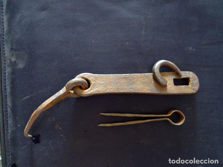 Antigüedades: Siglo XIX pestillo cerrojo.completo. hierro forja - Foto 2 - 175160522