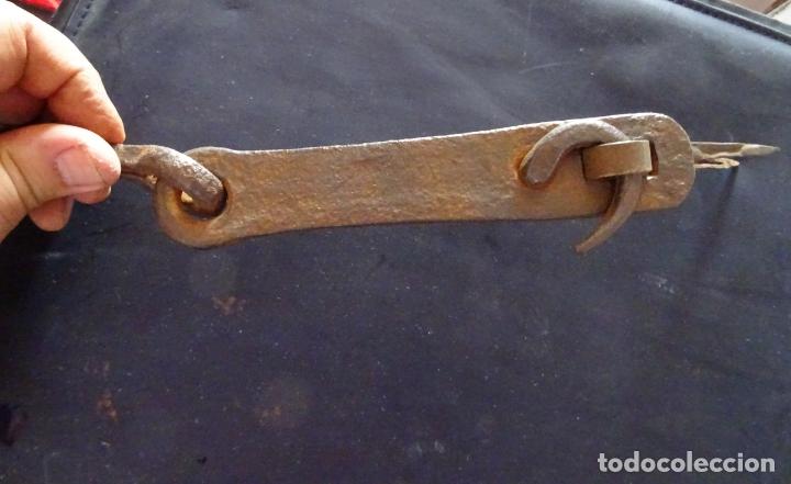Antigüedades: Siglo XIX pestillo cerrojo.completo. hierro forja - Foto 3 - 175160522