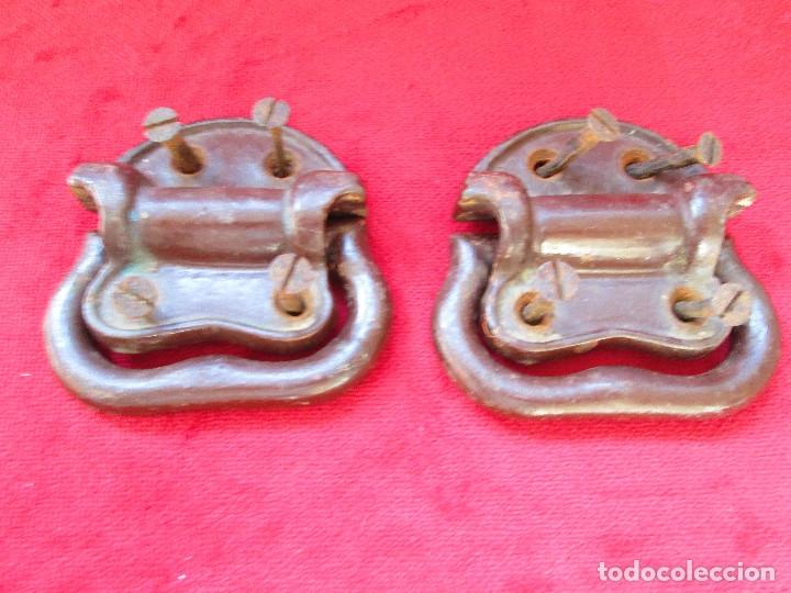 Antigüedades: 2 TIRADORES DE HIERRO FUNDIDO PARA BAUL - MU 90 - Foto 2 - 175180940