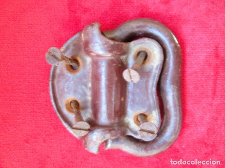 Antigüedades: 2 TIRADORES DE HIERRO FUNDIDO PARA BAUL - MU 90 - Foto 4 - 175180940