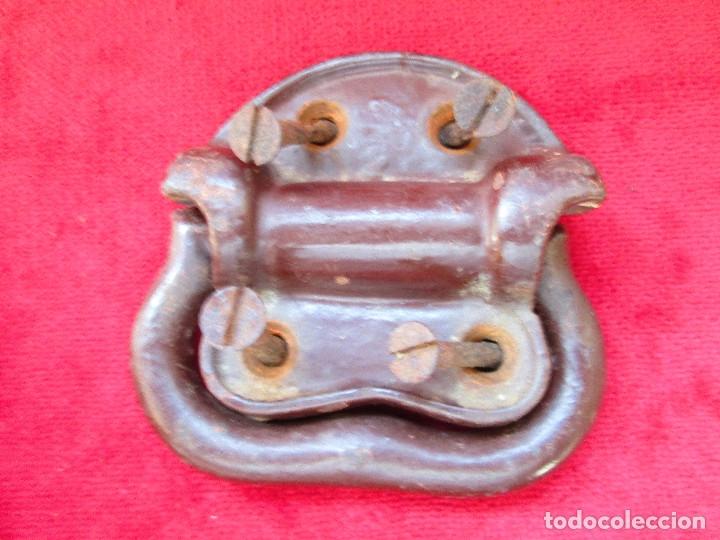 Antigüedades: 2 TIRADORES DE HIERRO FUNDIDO PARA BAUL - MU 90 - Foto 5 - 175180940
