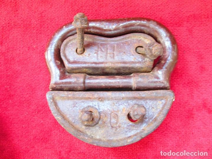 Antigüedades: 2 TIRADORES DE HIERRO FUNDIDO PARA BAUL - MU 90 - Foto 6 - 175180940