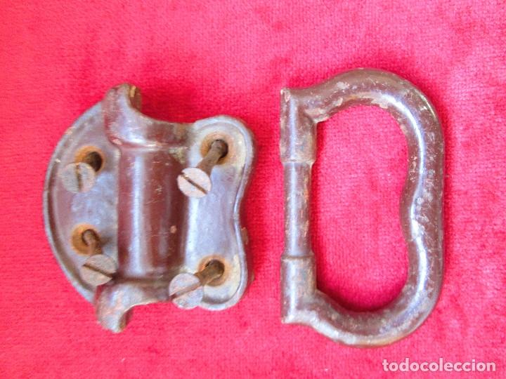 Antigüedades: 2 TIRADORES DE HIERRO FUNDIDO PARA BAUL - MU 90 - Foto 8 - 175180940