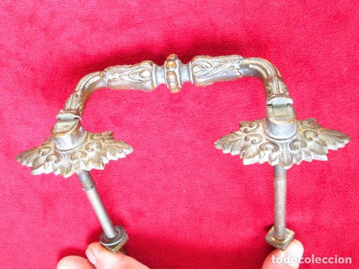 Antigüedades: PAREJA DE TIRADORES DE BRONCE PARA BAUL CON BONITAS FIGURAS DECORACION ART NOUVEAU - Foto 8 - 175181189
