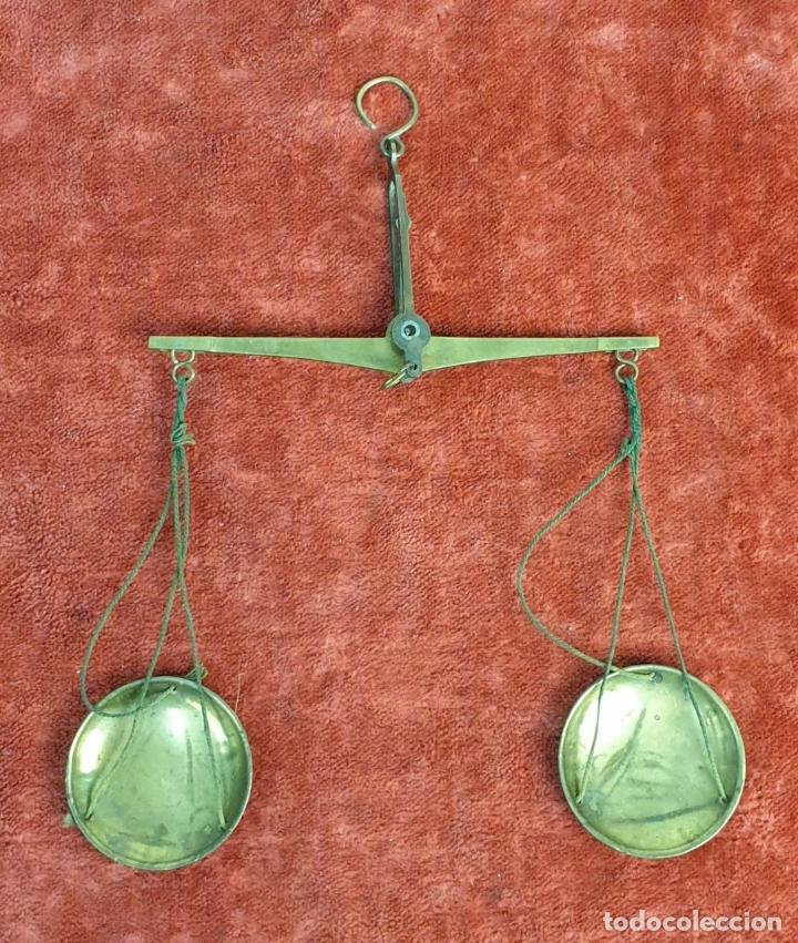 Antigüedades: BALANZA DE PRECISIÓN. KILATERA. BRONCE Y LATÓN. CAJA ORIGINAL. SIGLO XX. - Foto 4 - 175182372