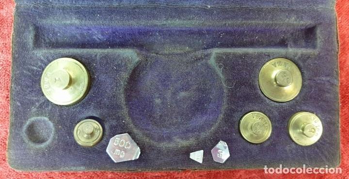 Antigüedades: BALANZA DE PRECISIÓN. KILATERA. BRONCE Y LATÓN. CAJA ORIGINAL. SIGLO XX. - Foto 5 - 175182372