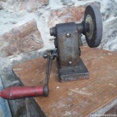 Antigüedades: ANTIGUO ESMERIL A MANIVELA. Lote 222586533