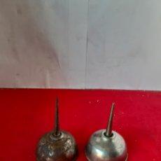 Antigüedades: LOTE DE 2 ANTIGUA ACEITERAS DE MÁQUINAS DE COSER ANTIGUA. Lote 175218593