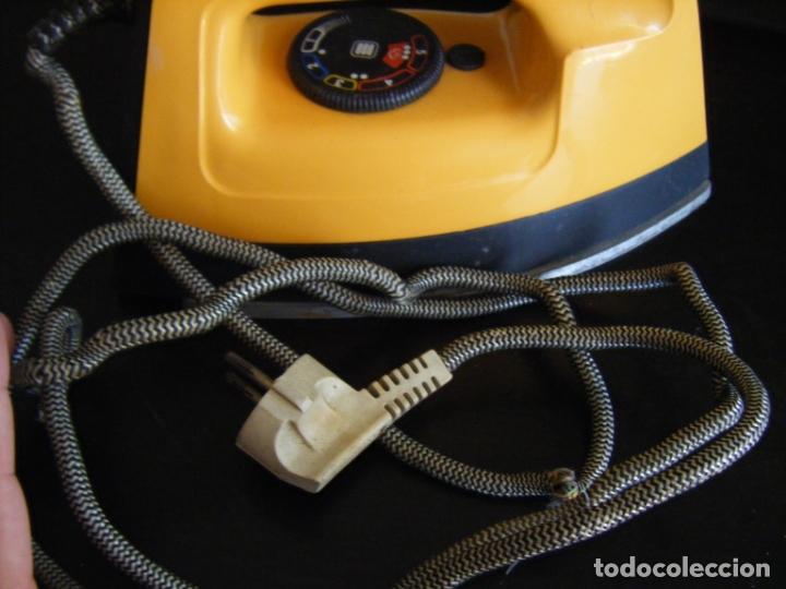Antigüedades: JML PLANCHA ELECTRICA MAGEFESA MOD 232 1000W 120VOLTIOS. RARA VER FOTOS. - Foto 4 - 175261878