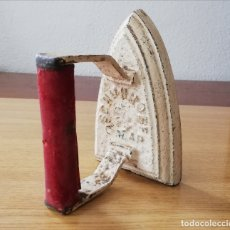Antigüedades: ANTIGUA PLANCHA EXTRANJERA DE HIERRO . Lote 175267423