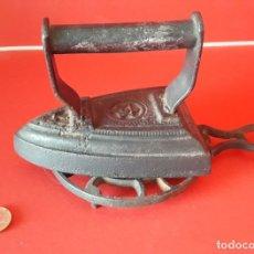 Antigüedades: RARA PLANCHA DE HIERRO CON ESTRELLA Y EXPECTACULAR SOPORTE CON ESTRELLA. Lote 175312245