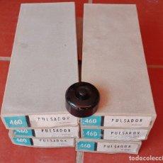 Antigüedades: PLASTIMETAL 60 PULSADORES PULSADOR AÑO 1967 REF. 460 NUEVOS. Lote 175327040