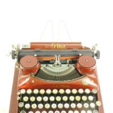 Antigüedades: MAQUINA DE ESCRIBIR ERIKA ROJA MOD. 5 AÑO 1931 TYPEWRITER SCHREIBMASCHINE. Lote 175327550
