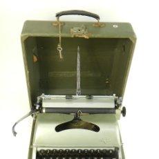 Antigüedades: MAQUINA DE ESCRIBIR GROMA AÑO 1957 TYPEWRITER SCHREIBMASCHINE. Lote 175338125
