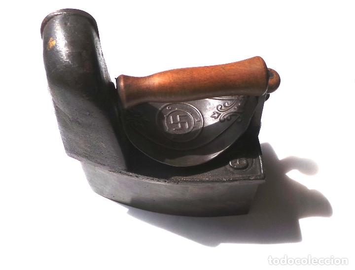 Antigüedades: PLANCHA DE CARBÓN CHIMENEA CON ESVASTICA. EN HIERRO Y MADERA . - Foto 16 - 175394550
