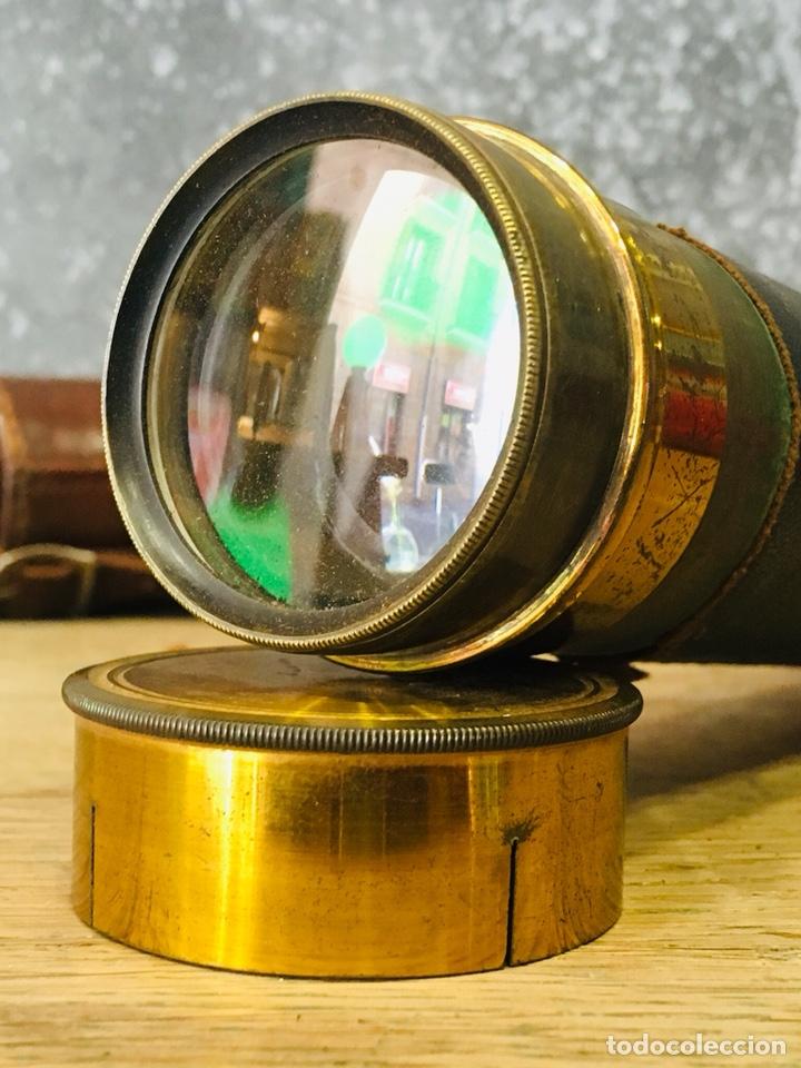 ANTIGUO CATALEJO MARINO DE LATÓN CON FUNDA DE CUERO PRISMÁTICO NAVAL DE MARINERO TELESCOPIO DE NAVÍO (Antigüedades - Técnicas - Instrumentos Ópticos - Catalejos Antiguos)