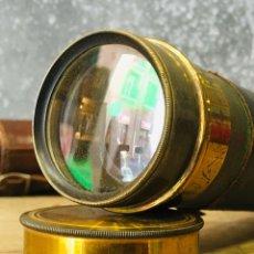 Antigüedades: ANTIGUO CATALEJO MARINO DE LATÓN CON FUNDA DE CUERO PRISMÁTICO NAVAL DE MARINERO TELESCOPIO DE NAVÍO. Lote 175395525