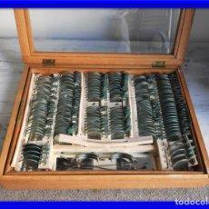 Antigüedades: CAJA ANTIGUA CON LENTES DE OPTICA PARA REGULAR LA VISION. Lote 175445244