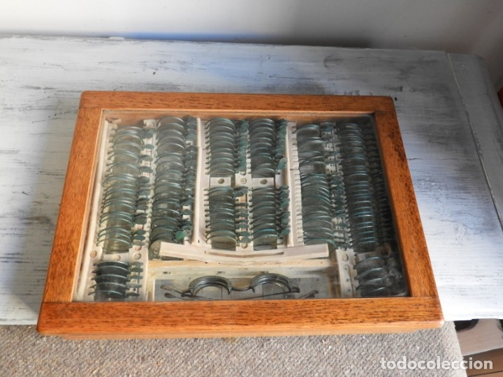 Antigüedades: CAJA ANTIGUA CON LENTES DE OPTICA PARA REGULAR LA VISION - Foto 9 - 175445244