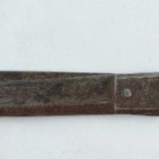 Antigüedades: MAGNIFICAS TIJERAS DE ESCRITORIO. FORJA. ALBACETE. S.XVIII, COMPLETAMENTE LABRADAS. CON 2 INSCRIPCIO. Lote 175501280