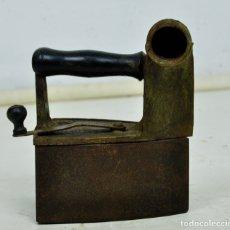 Antigüedades: PLANCHA DE CARBÓN EN HIERRO. Lote 175574363