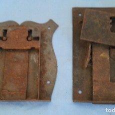Antigüedades: CERRADURAS. PIEZAS ANTIGUAS. DOS UNIDADES. Lote 175574619